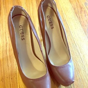 Shoes - Guess brown high pumps